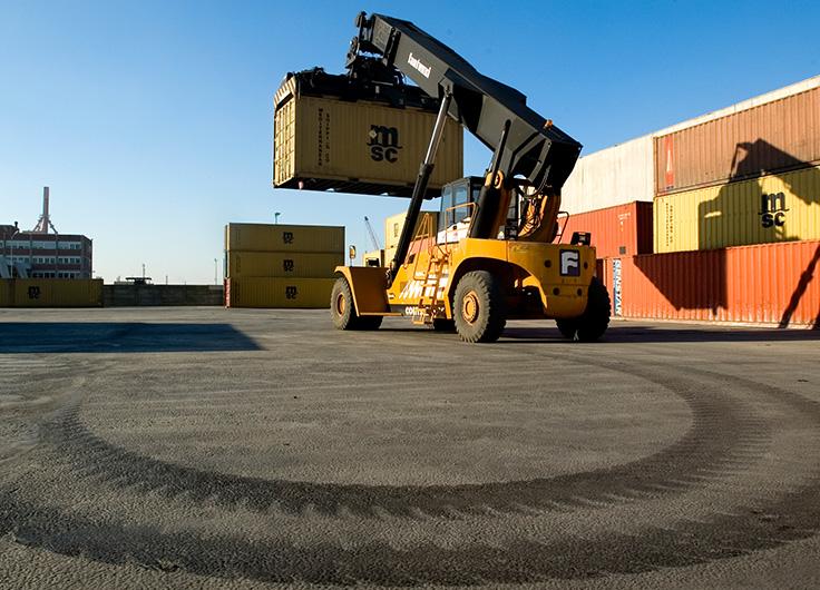 realizzazione pavimentazione piazzale movimentazione container , porto di Ravenna
